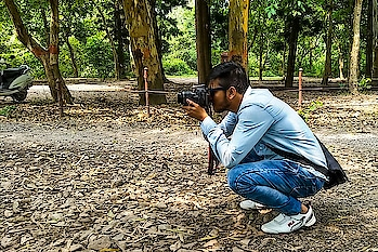 I was Clicking , I was Clicked :) . . Check Out my Latest Food Challenge Video with @the_great_indian_vlogs Link is in Bio : #thezahidakhtarshow . . #dehradun #photography #travelblogger #indianyoutuber #lucknowyoutuber #dehradundiaries #menfashion #traveler #naturelover #nomad #malegrooming #artistsoninstagram #wanderlust #explorer #travelgram #travelbug #delhiyoutuber #noidayoutuber #dehradunblogger #socialinfluencer #digitalinfluencer#cheetah #thezahidakhtar