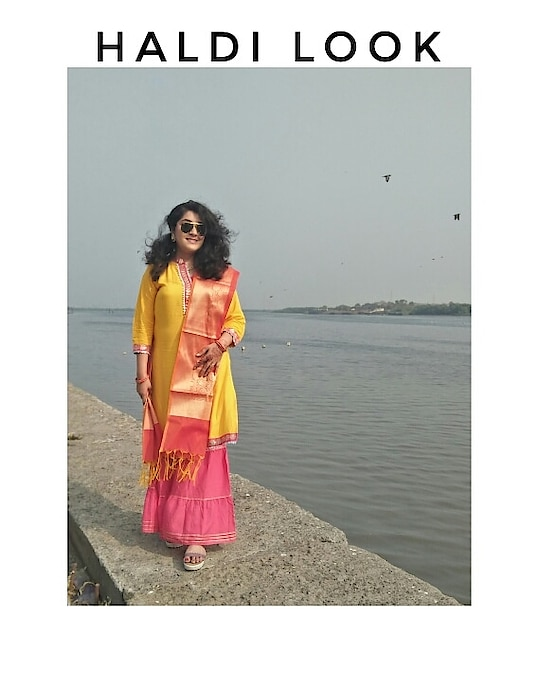 Confused about what to wear for your friends Haldi function? 😧 Then I have broken down a simple yet comfortable look for you. For the dress I wore this yellow and pink garara set with gota patti work.  The star of the ensemble was the silk dupatta from @craftsvilla. It elevated the whole outfit and the cotton and silk combo made it stand out more. Cotton will make you feel comfortable and if you are cold then easily layer a coat, jacket over it.  Stat tuned for the makeup and accessories breakdown. Comment below if you have any questions related to weddings.  . . . . . . #haldi #indianwedding #wedding #haldiceremony #bride #indianbride #weddingphotography #bridalwear #Indianbeautyblogger #pochampally #bridesmaids #indianfashionblogger #mehandi #silkdupatta #handloomsilk #kanchipattu #photography #sareeoftheday #gotapatti #mehendi #designersaree #mumbaiblogger #desibride #telugubride #sangeeth #kalyanam #rayban #iwearhandloom #cotton