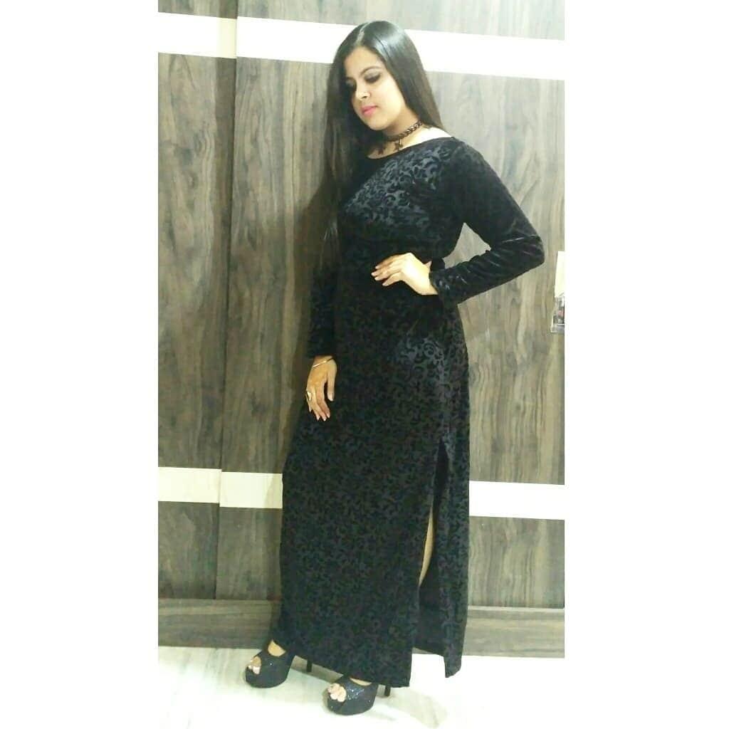 #blacklove #gown #cocktaildress #chokernecklace #fashionables #western #stylestatement #stilettos #stylegoals #lookgoodfeelgood #trendingfashion #captured