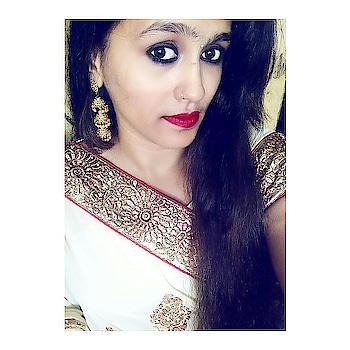 Weeding Scene ❤  #weddingscenes #indianwears #indianweddingz #shaadiseason #sareestyle #earnings #jhumkas #bangles #bindi #redlipstick #nykaakajal #fashionblog  #indianfashionblogger #indianstyleblogger #fashionblogger #styleblogger #mumbaiblogger #roposo-style #roposogal #acquiringanaqua