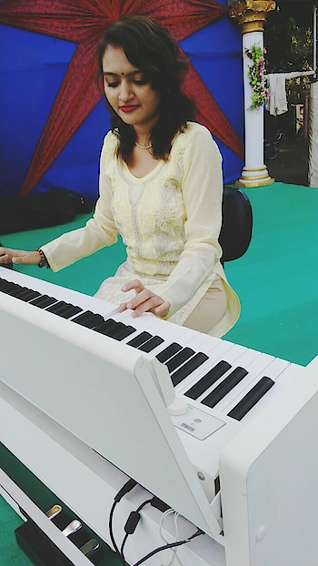 ♥ Music Takes Me To Ky Own Soul ♥ #singer #performer #surat #keyboard #piano #music #ropos #featureme #roposo-new-pic #deeshajani #djblessedforever #happy #gujjugirl #followers #followmeformore #love #pose