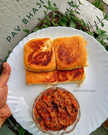 """Our all time favourite """"Pav bhaji"""", quick bite and have earned the popularity of being one of the best Indian Street food . . . . . . . . #food #foodporn #yum #instafood #yummy #amazing #instagood #photooftheday #sweet #dinner #lunch #breakfast #fresh #tasty #foodie #delish #delicious #eating #foodpic #foodpics #eat #hungry #foodgram #hot #foods #streetfood #pavbhaji😋 #homemade"""