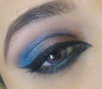 created this using #morphe eyeshadows ..what i love about morphe eyeshadow is they have tremendously pigmented and they dont fallout on skin and i dont need to clean them (which  becomes messy when i use urban decay's eyeshadows) #morphepalette #morphe35b #eye-makeup #eyeshadow #eyelook #mylook #mywork #newpost #roposodiaries #arabiceyes #goals2017