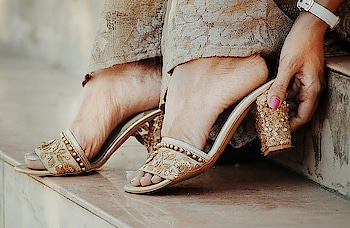 This elegant and beautiful footwear are from @signaturesole.in also since wedding season has started you can find amazing sandals collection from here. 📸 @ajayyparmar . #thehetalgada #indianwear #indianfootwear #weddingseason #sandals #signaturesole #heels #traditionalheels #weddingheels #bridalwear #bridalfootwear #bridalsandals #bridalheels #styleupindia #weddingfootwear #ethnic #ethnicwear #ethnicfootwear #traditional #traditionalfootwear #photography