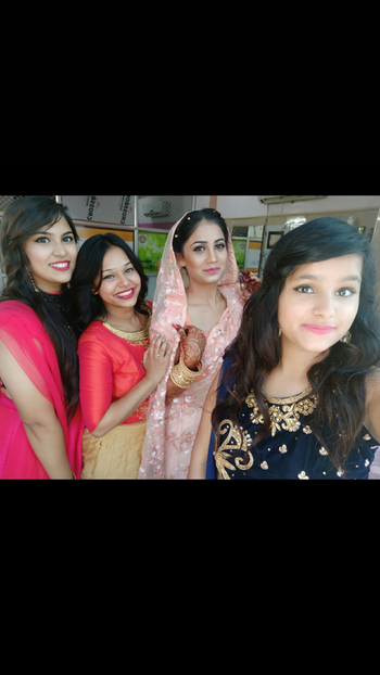 #groupfie #group-photography #engagement #engagementoutfit #bridetobe2018 #bffswedding #bffgoals #bfflove #roposo #roposo-style #roposo-fashiondiaries #roposo-makeupandfashiondiaries #roposo-good