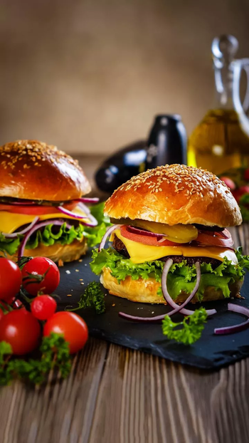 #foody #yummy #foodlover #tasty #full-of-taste #roposo-food #foodphotography #burger #mcdonalds