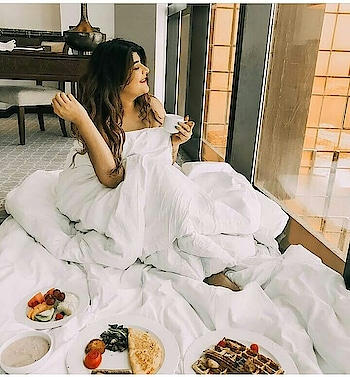 @deekshakhurana never fails to nail the weekend kinda look. . . Yes this is the perfect weekend look that everyone craves for. . . What a party is this? Comfy hotel beds, lots of fancy food, hotel blankets, huge window with a view, and let us add Netflix to the scenario. . . You can be in this situation too. Search for some amazing premium hotels on our website at the most affordable rates. . . DM us for any assistance. . . . . . . . . . . . . . . . . . . . . . . . . . . . . . . . #unmarriedcouples #hotelbooking #hotelrooms #hourlyrooms #staycations #staycation2018 #budgetedhotels #hoteliers #hotelinterior #luxuryhotelsindia #hotelstays #indianhotels #indiangetaway #bookinbro #travelblogger #travelblog #travelinfluencers #indiantravelblogger #indiantravelinfluencer