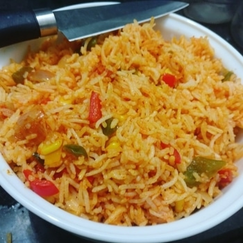 Tadakte Rice!! Read the blog -link in bio, to know the recipie with a short story 😋😜🤗 Ghosts of the Rice Past! 😂 . . . #firstrice #experiment  #cookinglover  #cook  #homechef  #foodiesofindia  #foodholic  #ricelover #rice  #vegetable  #vegetarian  #crazycook #foodenthusiast #happymeal #homechef #crazykitchen #curvyblogger #newblogger  #foodtoheart #happy #eating  #diaryofacurvaceous