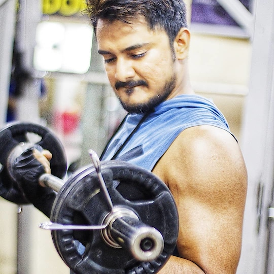Healing and building..both takes time. .   #fitstyle #healthyliving #stayfit #gym #bodybuilding #gymlife #focus #shredded #trainhard #ripped #muscle #biceps #bicepscurl #instafit #instafitness #fitnessgear #fit #grind #sweat #grindout #strength #flex #fitness #fitnessblog #dilshadfitness