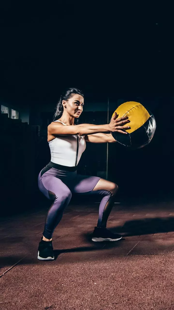 #squat #streching #gym #gymlife #goal #fitness #fitnessgoals #looks