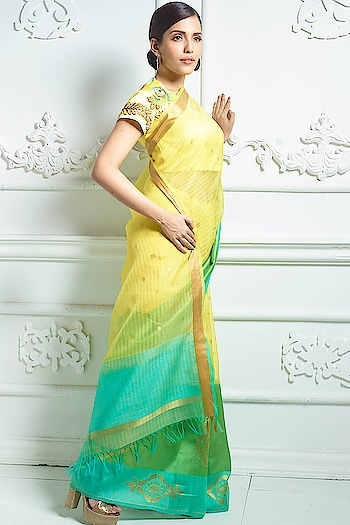 Picture perfect moment  #saree #samyakk #samyakkdesign #samyakkclothing #banarasi #banaras #banarasisaree #banarasisilk #silk #sareelove #sareelovers #saree😍 #sareesusa #sareefashion #fashion #fashioninsta #sareeswag #traditionalbride #pinkvilla #indiancouture #missindia #modeling #model #bespoke #worldwide #sareeuk #sareeaustralia #sari #ootd #banarasisilk