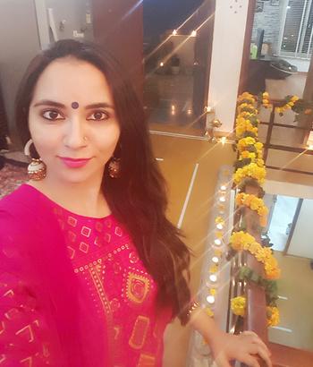 Diwali celebrations ❤❤❤❤#festiveseason #diwalibling #favouritefestival #celebration #luvit #roposomood #roposodiaries #mystyle #traditionalwear #ethnicsuit #stylesense #jhumkas #silk #colourpop