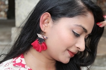 Tassel Love🌸🌸  Tassel earrings trend is the coolest trend of this summer!!  Its beautiful, fresh & high on stylefactor.  What do u think abt it?? 🌸🌸  #soroposofashion #roposo #roposotalks #fashiondiaries #trendalert #tassels #tasselearrings #twinklewithmystyle