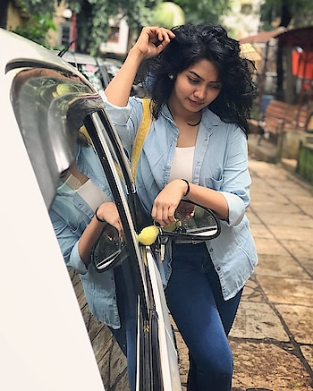 I don't need a hair stylist, My pillow gives me a new hairstyle every morning... #messy #messyhair #messyhairdontcare #lovemyhair #kokankanya #meerajoshi #marathimulgi