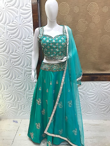 Glam Up Your Look with this latest Lehenga Choli!!!!😊😊    Rate this dress from 1- 10😍❤    DM us for Enquiry!!😊😊    Blog Site: www.fashionhousecommunity.com  Follow us for more updates @fashioncommunity  #lehengacholi  #lehenga  #choli  #designerdress  #ladieswear  #ladiesfashion  #womenwear  #womensfashion  #newcollection  #newarrivals  #buyonline  #shopping  #onlinestore  #onlineshopping  #trendy  #trend-alert  #traditionalwear  #traditionallook  #instadress  #instafashion  #designerwear  #likesforlikesback  #l4s   #l4l  #f4f
