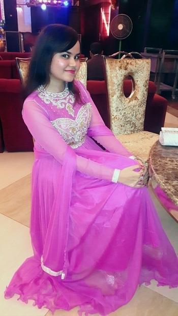 #desivibes #pinkdress #soroposofashion #gowndress