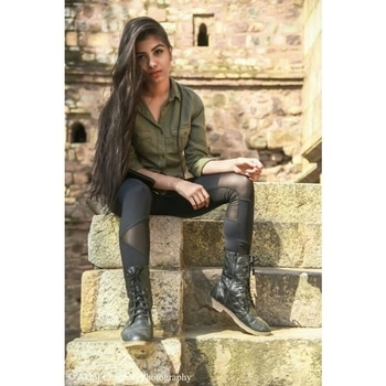 Be happy Be bright Be you........👼👼💞💞  tights - forever 21 shirt - h&m   Still up on blog  Link in bio........ . Location - lodhi garden 📷 - @akhilchauhan987 . Ropsoso - nishaffcda169 .  #olivegreen  #summer  #sunkissed 💋 #tights  #shirts  #bloggerstyle  #collaboration  #h&m #forever21  #thestylemeridian  #lodhigarden  #photoshoot  #boots  #lookbook2017  #followforfollowers  #black  #sunday  #location  #makeup #roposome  #popxo