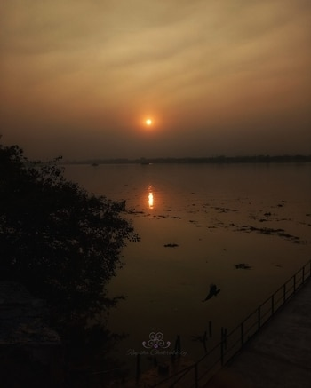 Golden Sunset  #roposo #roposophotography #sunset #riverganges #kolkata #photographyblogger #goldensky #love-photography #mobileclick