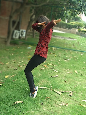 #roposo-morning #morningvibes #dab #greenery #nature #styles #dancepose #fun #smile #smileeveryday #perfect #perfectclick #photography