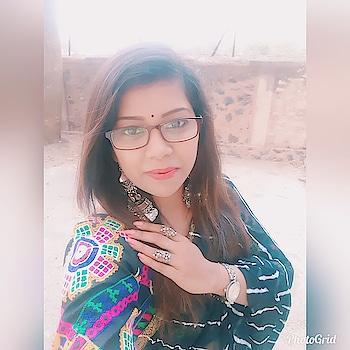 Colourfulcholi paired with black lehariya saree. #oodt #sotd #saree #sareelover #sareelovers #sareelove #sareeblouse #sareeswag😎 #sariswag #sareenotstory #sarinotsaree #sareeblogger #sareebloggers #sareeindia #sareelook #sareelookbook  #blacksaree #lehariya #sareediaries #blouses #kutchiwork #accessories #accesorylove