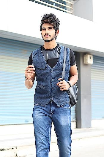 My Denim Vibe ! . . Shot by - @callisto_studio . . #thestyledweller  #tsdstyle #tsdfam #denim #mensfashioninfluencer  #mensfashion #menswear #denimondenim #menscasual #navyblue #ootd #wiwt #fashioninfluencer  #fashionblogger  #trend #instafashion #suratinfluencer  #suratblogger  #indianblogger  #indianinfluencer  #surat #india