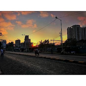 """With every sunset, A new hope is born, an old expectation dies"" . . #eveningsky #lightobessed #sunset #sundown #mumbai #mumbaitones #colors #ig_tones #amazingmumbai #mobilephotography  #love-photography  #motorola"