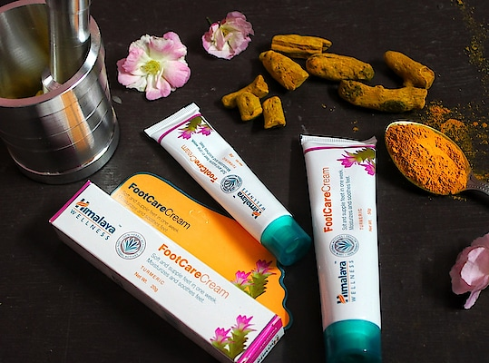 My Granny always told me about the benefits of Turmeric, Either it's mixing in milk or applying a pack on skin. Also, She told me about how it works as antiseptic. I came across Turmeric products lately, I still know that I have been familiar with @Himalayawellness Turmeric Foot care cream since ages as it's a mandatory product for ladies in every home. {especially in Winters} ❤️ . . #himalaya #himalayawellness #love #beauty #beautytips #jaipur #jaipurblogger #jaipurbloggers #womensfashion #instastyle #Turmeric #photography #ny #bhukkadfam #mytaste2k18 #fabebg #treasuremuse 🌼 #roposo #soroposo #ropo-love #ropo-good #roposostyle #roposogirl #roposostickers #roposolive #independentwoman