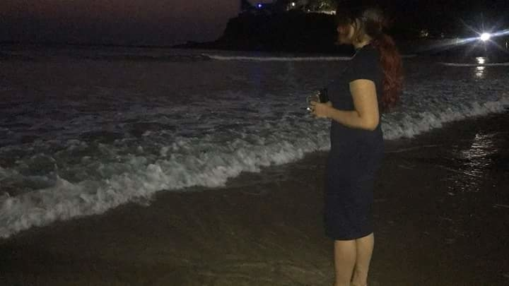Stop and take a moment to admire all the things that you take for granted every day. It will bring you so much peace😇 #beachside #waves #serene #suchbeauty #nature #enjoying #moonlight #haircolor #red #radiant #noediting #pictureperfect #littlemoments #lifequotes #goa #bagabeach #northgoa #traveldiary #loveforthelife
