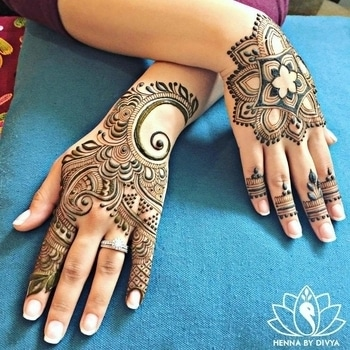 Classy!!!  What's your definition for this Mehndi art by hennabydivya?  #WedLista #FashionForWeddings