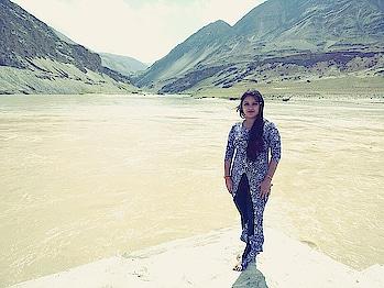 #ladakh2017 #roposo-fashiondiaries #ropo-style #photography-love #stylechallenge #lehladakhlove  #mountains #riverside #women-style #roposo-style #ropo-good #ropo-love #ropo-beauty #lovefashionstyle #lovestyling #lovefashion