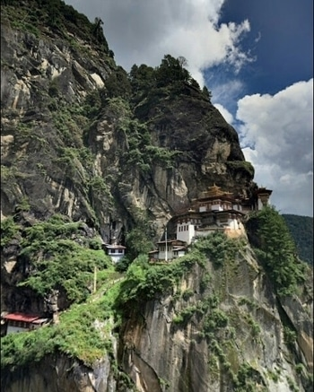 Beautiful View Paro Taktsang Bhutan. ☀ ▪Tag Someone You'd Like Go With 😍!! ☀⚊⚊⚊⚊ ▪↪Go To Follow @eourh for other amazing photos and Videos 😊!!⚊ ⭐ ⭐ #eourh ⚊⚊⚊⚊ #exploreeverything #roposolove #mothersnature #traveladdict #nature_perfection #ourplanetdaily #worldcaptures #niceview #explorer #adventures #adventuretime #earth #adrenaline #traveling #travel #traveligram #travelphotography #sightseeing #tourists #watercolours #traveller #love #party #nature #window #house #paradise #incredible #roposo #style #friend #roposostylefiles #soroposo #forest