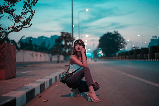 This day is so pleasant so are you🌇 (tap for outfit details) . . . #fashionblogger#fashioninfluencer#lifestyleblogger#suratblogger#personalstyle#bloggerlife#fashiongram#fashionista#pleasantday#windyatmosphere#postoftheday#instamood#instagood#riyalekhadia