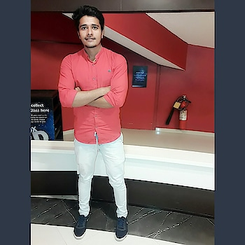 #redshirt  #roposo-fashiondiaries #roposofashionblogger #ropo-love #ropo-style #roposofitness #befit #roposodelhi #roposoindianblogger #roposoindia #outfit #roposofollowerslove #canvasshoes #redlove #jeans-levis #beinghuman