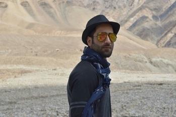#roposolove  #soroposofashion  #wanderer #ladakhdiaries  #mountainlove  #shadesofjoy  #sunglassesamust  #scarflovers  #hatstyle  #beardedmen  #beautifullocation  #photogenicphotographs