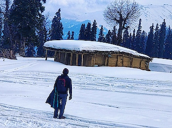 A click at -12 degree Temperature... #Gulmarg #Kashmir  . . . . . . . #morningmotivation #Morning #snowboarding #snowfall #snowmountain #Kashmir #kashmirindia #india #travel #indiatravel #travelgram #moodygrams #mountains #photooftheday #indianphotography #traveler