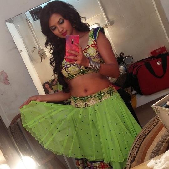 Item song shoot... CHALU DYA NA TUMCHA...  #itemsong #marathi #movie #shoot #green #ghagracholi #marathimulgi #meerajoshi #dancer #actress