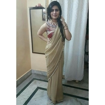 Draped a beautiful gold chiffon saree with red blouse.  Mirror, mirror on the saree!!    Stay tuned for new looks. 👗🐞 #IndianFashionBlogger #KolkataBlogger #instafashion #instastyle #embellished #styling #stylist #fashionstyle #fashionflashback #SareeStyle #hippiefashion #colourful #traditional #sareeday  #streetstyle #streetfashion #goldsaree  #fashionandstyle #saree #mirrorwork #styleandcomfort #thatstylebug