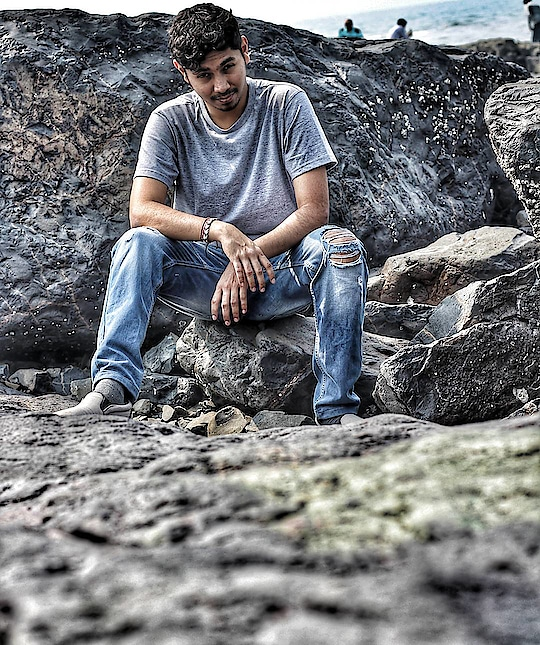 When I'm on the rocks. Cheers to a great weekend! 🍻 . . . . . . . . #rocks #weekend #weekendselfie #weekendmood #friday #men #men-fashion #men-looks #streetstyle #streetstyleblogger #styles #ropo-style #roposogal #wear #classymen #classy #classystyle #cute #guy #guywithstyle #fashion #befashion #fashionista #diaries #holiday #captured #channel #fashionquotient #photo #photographs #photoholic