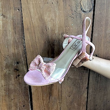 Glitter and pink is our favorite  combination this season 😍 . . .  #INTOTOs #globaltrends #fashionforall #trending #shoelove #womenswear #designershoes #dailyfashion #shoefie #daylook #newcollection #musthave #trendy #new #partywear #elegant #whatshot #weekendwear #shiny #kittenheels #shortheels #shinyheels #party