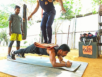 What is your plank level? 😇 ➖➖➖➖➖➖➖➖➖➖➖ ⬇️Follow⬇️ @raviscrossfit  @crossfitravi_coimbatore  For plank Guidance  🔸Benefits of Plank 🔸 Planks help balance the #strength and #stability for the #wholebody ~   Should keep drawing #naveltowardspine to support the position and strengthen the back AND the abdominals!  Try 3×1min Everyday for stronger abdomen...  Stay Fit, #CrossFitRavi #Raviscrossfit   ➖➖➖➖➖➖➖➖➖➖➖ #plank #planks #plankchallenge #plankworkout #barworkout #thenx #progressivecalisthenics #fullbodyworkout #nycfit #fit  #nycgroupfitness #groupfitnessinstructor #personaltrainer #coimbatorefitness #coimbatorelove #coimbatoreppl #coimbatoregyms