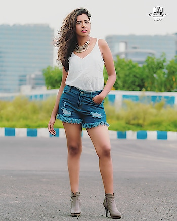 #kolkatadiaries #streetstyle #streetfashion #fashionblogger #styleblogger #styleinspo #style #hotpants #instadaily #instablogger #indianblogger #wiw #outfits #modelling #bong #loveyourself #love #bengal_ig #delhifashionblogger #mumbai #summer #summeroutfits #poser