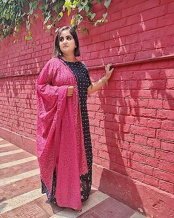 Wearing this beautiful outfit from @nayoclothing  MUA: the talented @shanakaurmakeovers  Location: @rusticdoor10 . . . #mdblogs #pink  #indiansuit  #punjabisuit  #chandigarhfashionblogger #chandigarhfashionblogger  #indianlifestyleblogger  #indianfashionblogger  #suit  #dupatta  #fashionphotography  #ootd  #whatiwore  #delhifashionblogger  #punjabivirsa  #fashionblogger  #fashion  #fashionista  #chandigarh  #mohali