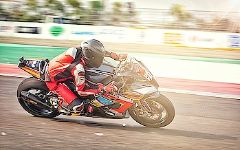 for the people who love speed. shot this one at #buddhinternationalcircuit  #trackday #racing #superbikes #track #beauty #bic #speed #speedlover #motorcycles #motorsport