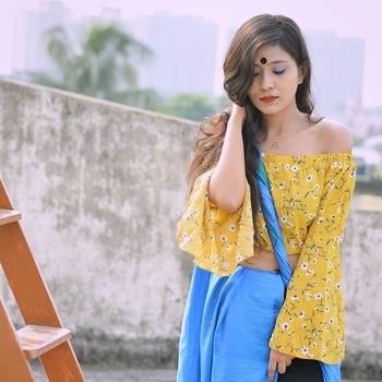 Flowers speak it's own language 🌻  #roposotalenthunt #trendsetter #fashionblogger #kolkatafashionblogger #thetinkersoul #roposogal