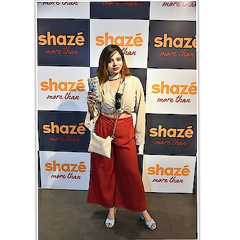 The best thing ever come to your life when you find one destination for your most of the needful. Yes @shazeindia is having it all jewelry, clutches, home decor antic pieces and many more... ... Clicked by @shazidchauhan .. #fashionblogger #fashion #shazeindelhi #shaze #shiwangishrivastava #fashiontwistturns #clutch #jewelry #bridalclutches #wiw #handclutch #lovemywork #indiafashionblogger #instapost #instagood #style #wanderlust #globetrotter #traveloutfit #jotd #afashionistadiaries #indianfashionblogger