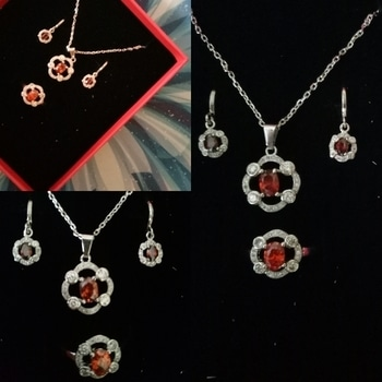 Beautiful diamond studded pendant set i have bought from @igpcom Best site to buy Gifts they have customised gifts options also guys check out thier website www.igp.com/  #giveaway#motivation #fit #surprise #fitness #gymlife #pushpullgrind #grindout #prize #diamond#gym #trainhard #eatclean #grow #focus #dedication #strength #ripped #swole #fitnessgear #muscle #shredded #squat #bigbench #cardio #sweat #grind #lifestyle #gifts