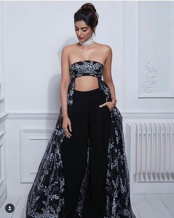 Sonam Kapoor Outfit-Shehlaa Kapoor Hair & Makeup-Namrata Soni Styled by-Rhea Kapoor