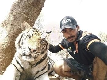 Fire!!! #selfie #selfieoftheday #selfielove #selfietime #selfienation #frontcam #ropo-love #menonroposo #travel #fun #selfieaddict #indian #rocking #tigers #bff #bestiesclick #bestiesforlife #buddies #wanderlust #traveldiaries #followback #followforfollow #ifollowback