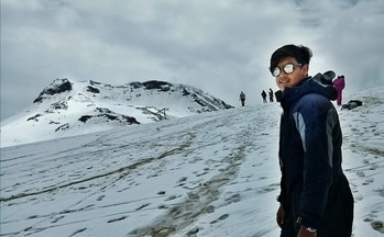 Dream your dreams with your eyes closed, but live your dreams with your eyes open. #traveltime #travelphotography #mountainsLove #himachaldiaries❤  @ Himachal the place of natural beauties #rohtangpass #trekking #roposo #roposome #likeforlike #photography #modelshoot #cold #ice #traveltime #solangvalley #rohtangpass #look #love #traveldiaries