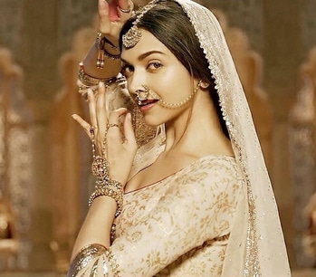 Deepika in Bajirao Mastani.  #womensfashion #womensstyle #fashionforwomen #blog #blogger #fashionista #accessoreries #designer #luxury #lifestyle #couture #ootd #picoftheday #dress #shorts #heels #shoes #life #bloging #instablogger #adityathaokar #maleblogger #slay #redcarpet #winterstyle #womensfashion #womensstyle #fashionforwomen #blog #blogger #fashionista #lehengas